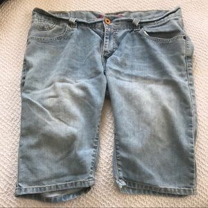 Levi's Denim Shorts Jean Bermuda Jorts Size 17